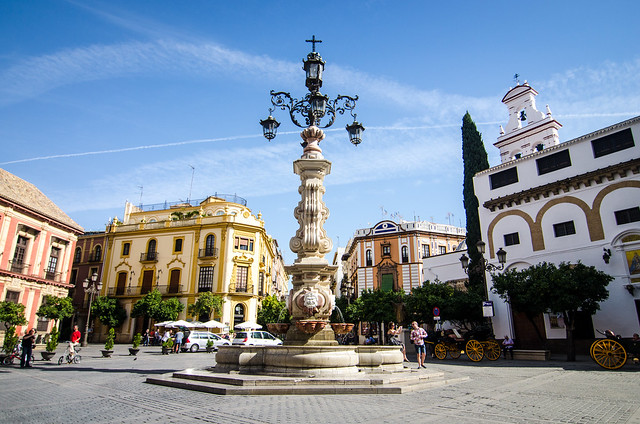 A sunny day in the center of Sevilla - Barrio Santa Cruz.
