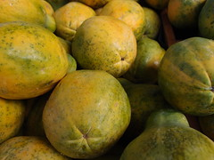 Close-up of Hawaiian papayas at a farmer's ma…