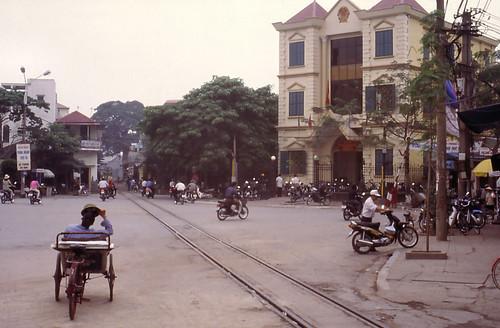 vietnam haiphong harbourtrack ðsvn metergauge infra alignment levelcrossing streetscene 2003