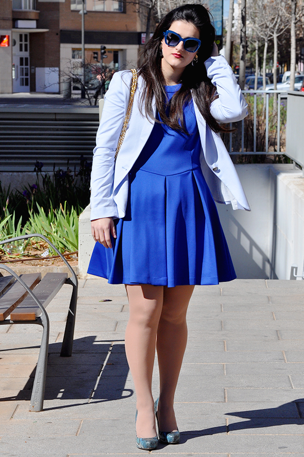 something fashion blogger valencia spain style, blue outfit blazer zara ted baker kipp dress, dolce&gabanna blue sunglasses vintage, snakeskin high heels, light blue zara blazer trend spring