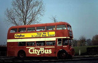 91-042  Southampton City Bus No. 404/RM2037 (ALM 37B) turns into Central Hill and heads on up to Crystal Palace