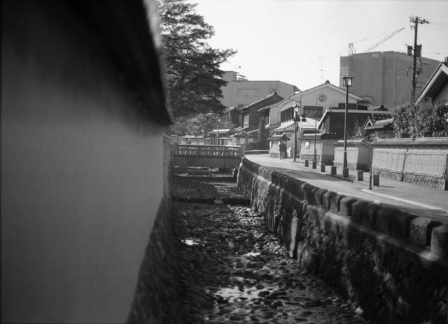 干上がった水路 - Waterway dried up