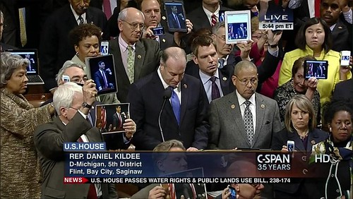 Members of Congress hold up tablets & iPhones protesting Rep. Issa