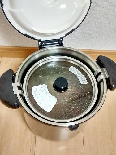 保温鍋に鍋を入れた状態