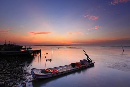 sunset sea canon landscape boat dusk taiwan 夕陽 tainan 台灣 台南 七股 風景 夕照 火燒雲 漁船 霞光 cigu 舢舨 六孔碼頭 5d2 liukongwharf