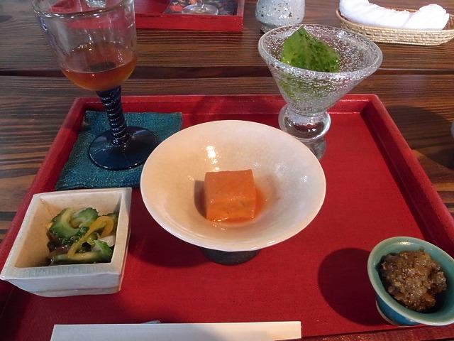 <p>g)八重山会席前菜です。</p>