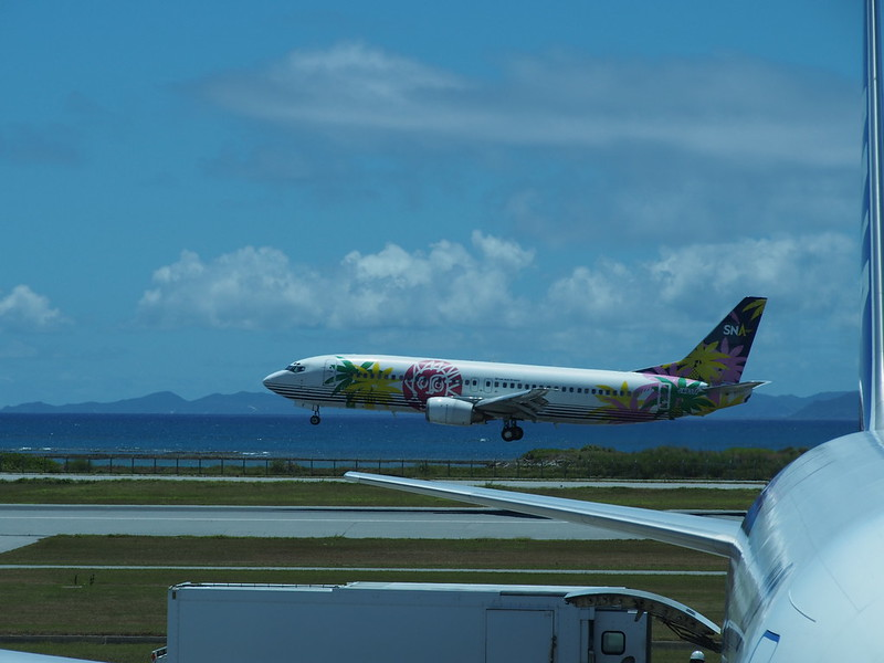 Naha AP. 那覇空港, Landing Solaseed Air B737 Wearing Skynet Asia Airways Color Scheme