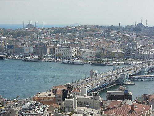 グラタ橋と旧市街