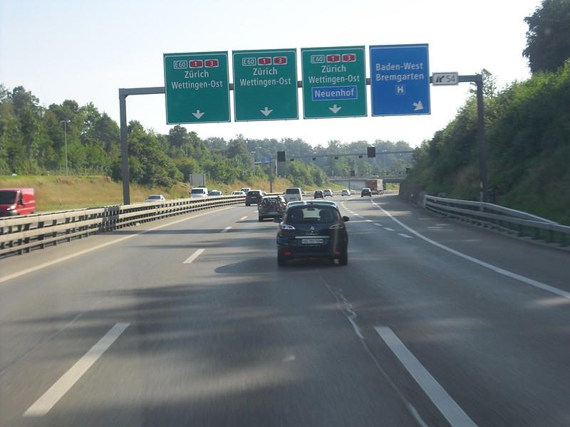 Neue Verkehrszeichen Autobahn