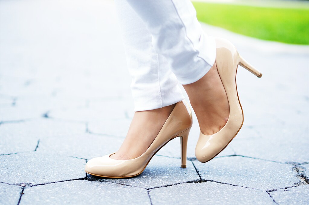 Petite Hues, Ann Taylor, Perfect Pumps, Nude