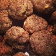 produce(0.0), fried food(1.0), kofta(1.0), meat(1.0), fritter(1.0), frikadeller(1.0), food(1.0), dish(1.0), cuisine(1.0), meatball(1.0),