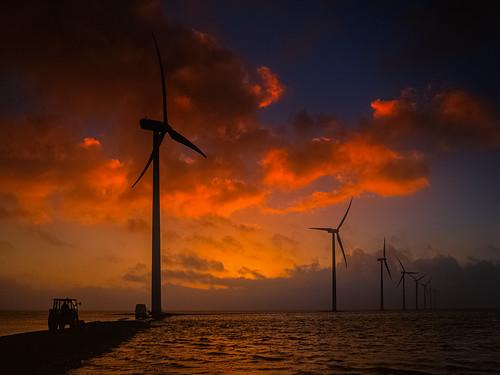 sea cloud tractor sunrise denmark meer day cloudy wolke maintenance fjord van dänemark sonnenaufgang limfjord windpower thyborøn windkrafträder derhalbling