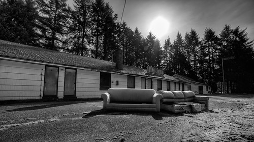 blackandwhite sun canon closed motel pacificnorthwest 169 highway101 couches rundown sofas canoneos5dmarkiii samyang14mmf28ifedmcaspherical