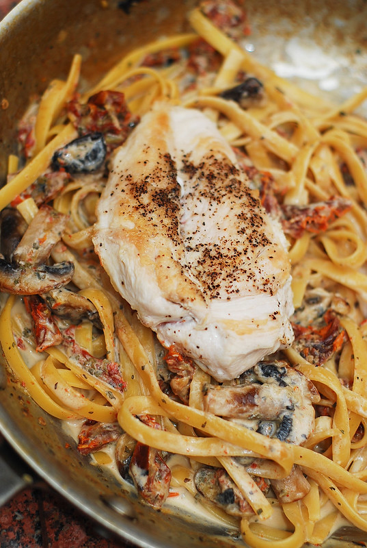 sun dried tomato pasta recipe, creamy chicken pasta recipe, easy pasta recipes with chicken, chicken and mushroom pasta, pasta with chicken and mushrooms, chicken mushroom pasta