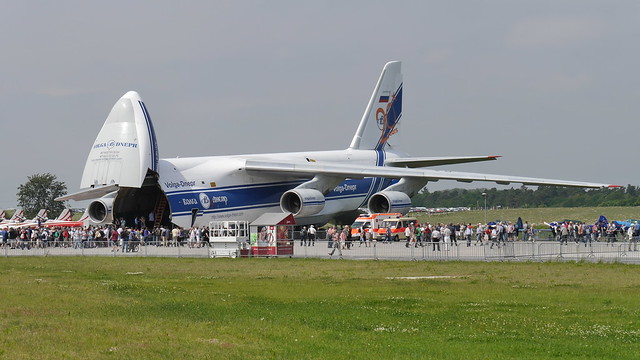 Antonow An-124-100
