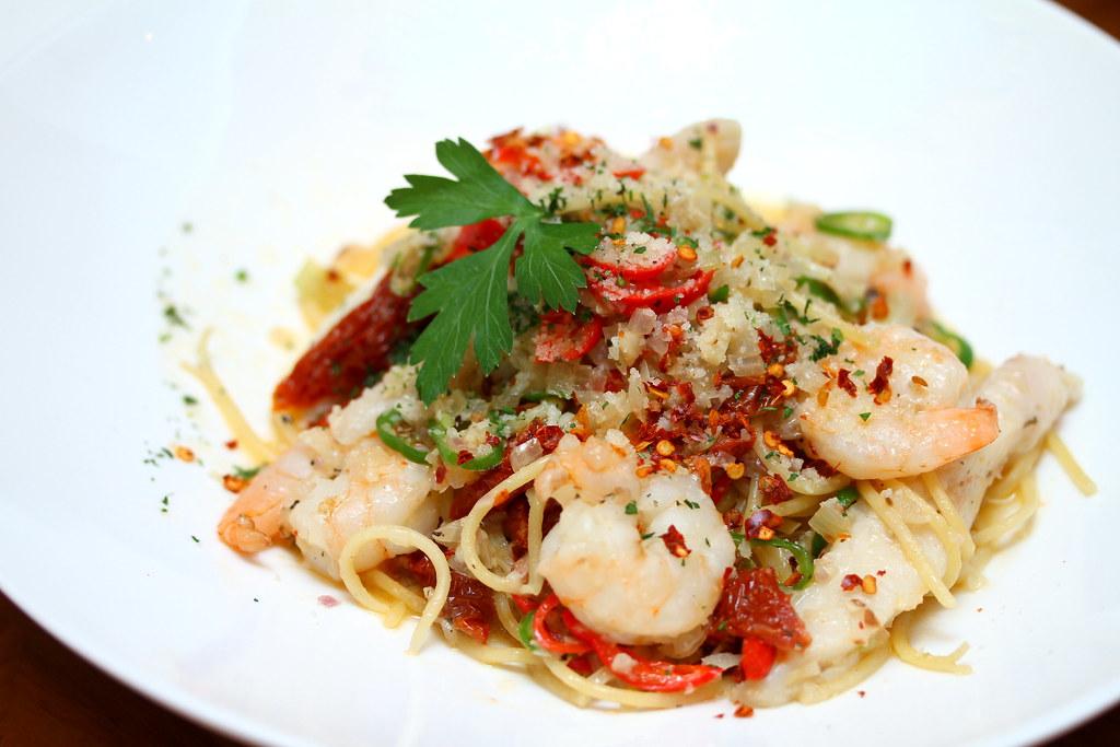 Nosh Restaurant & Bar: Seafod Aglio Olio