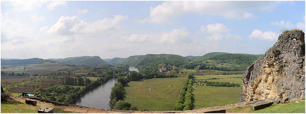BEYNAC la Dordogne vue du château-r