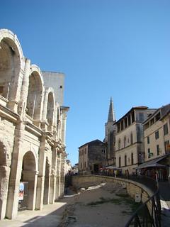 104 bij de arena van Arles