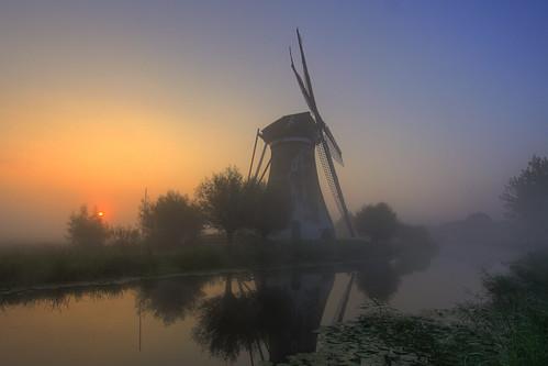 mist netherlands windmill sunrise krimpenerwaard vlist