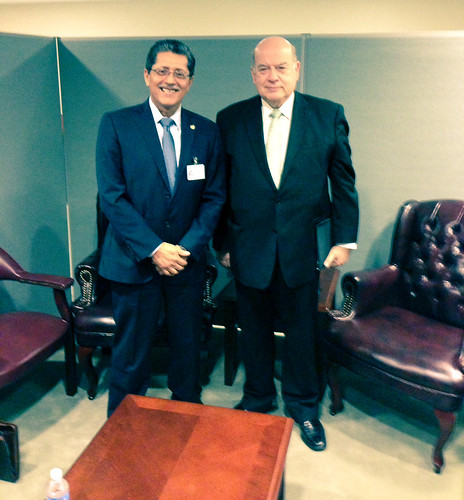 OAS Secretary General Meets with Foreign Minister of El Salvador