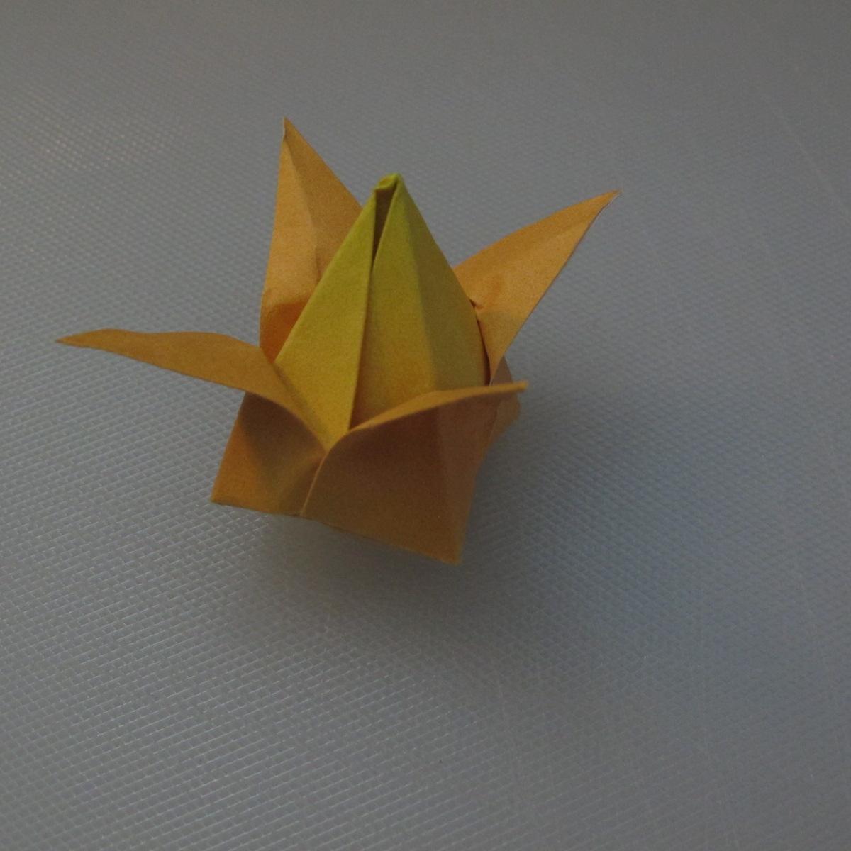 วิธีพับกระดาษเป็นดอกทิวลิป 019