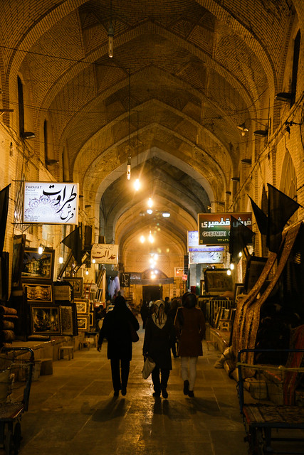 Vakil Bazaar at night,  Shiraz シラーズ、バーザーレ・ヴァキールの夜