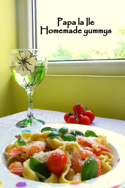 Paste proaspete cu creveti picanti si rosii cherry (1)
