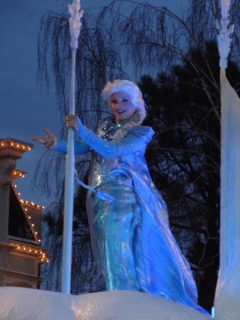 Un séjour pour la Noël à Disneyland et au Royaume d'Arendelle.... - Page 4 13695940494_60663d67bb_b
