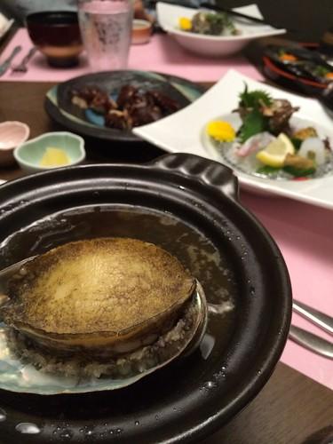 ホテル竜宮_夕食(黒鮑の陶板焼き)