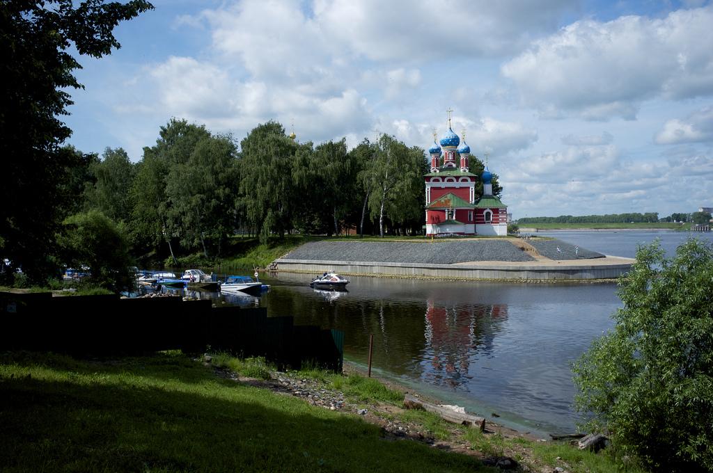 Iglesia ortodoxa en Uglich, junto al Volga. Autor, Aleksandr Zykov