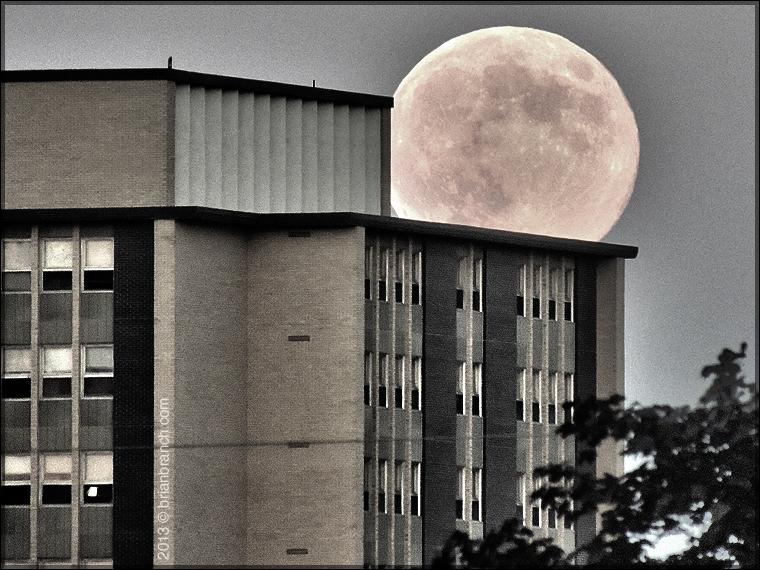 DSCN2017_full_moon_lafrance