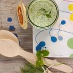 hideg uborkaleves zöldfűszerekkel és csirkés-ricottás minipalacsintával