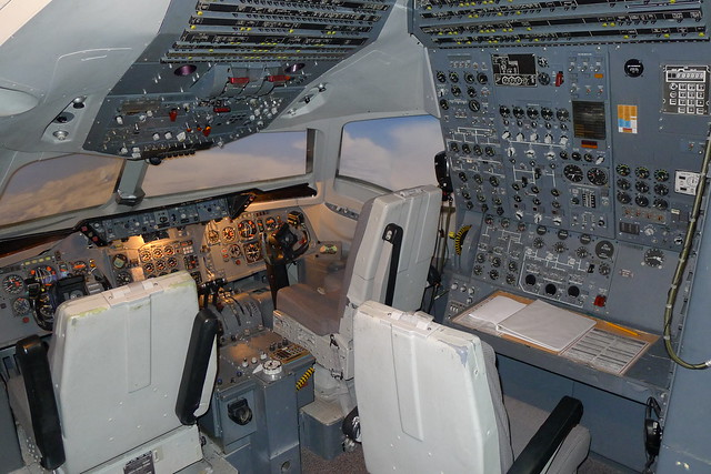 Flight instruments: McDonnell Douglas DC-10 Airliner