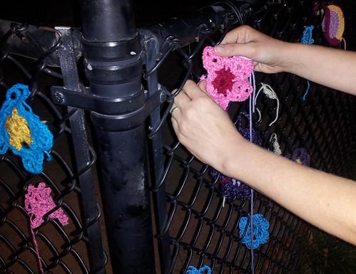 crochet-yarnbomb2