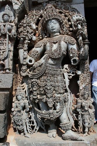 sculpture india temple shiva karnataka hindutemple halebidu hoysala 2013 hoysaleswara hoysaleswaratemple dwarapala