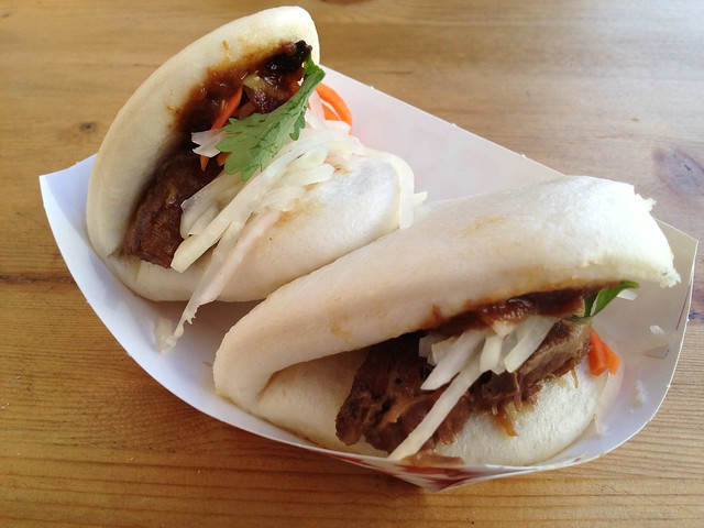 Braised pork cheeks steamed bun - Little Uncle
