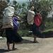 Women carrying a load - Mujeres cargando sacos; cerca de Yabeteclum, Distrito Pantelhó, Chiapas, Mexico por Lon&Queta