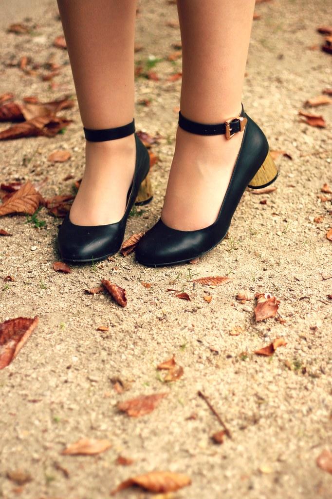 ASOS Buckle Flats Gold heel