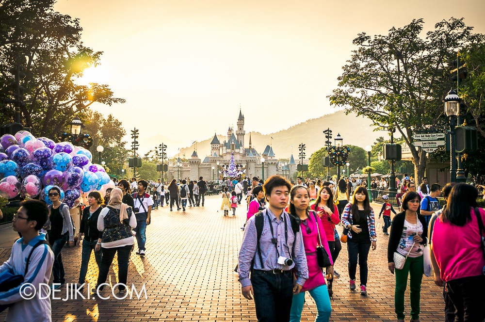 HKDL - Main Street USA Christmas Town - Sunset