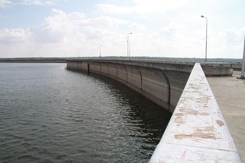 Vista del dique de la presa de Almendra