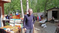 Porządkowanie sprzętu przez hostelem w Talkeetna