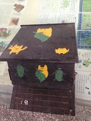 孩子們彩繪的蝙蝠屋。