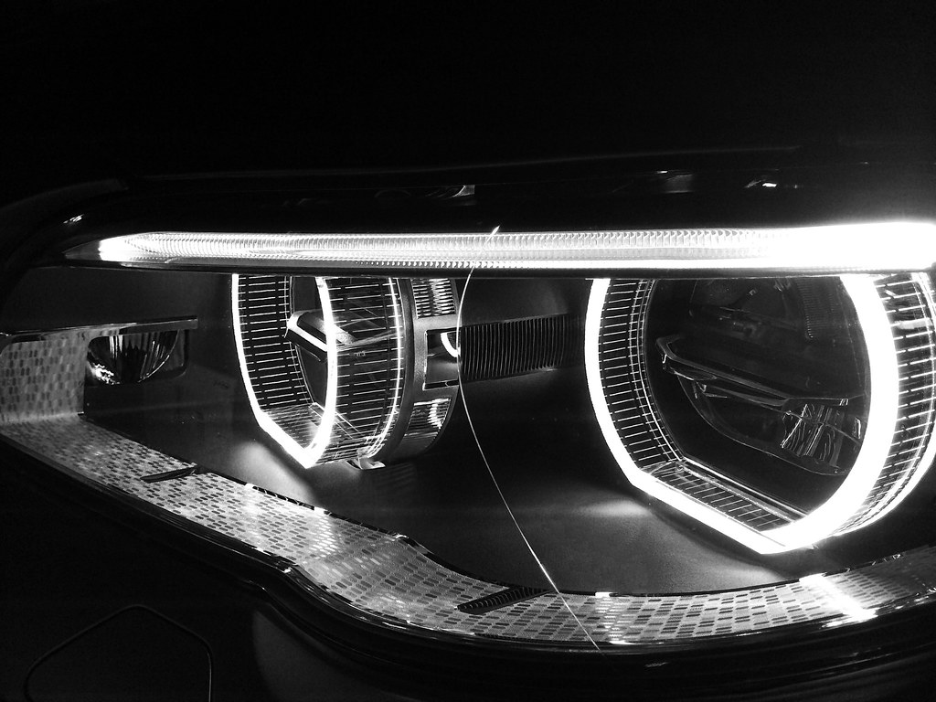 However i think it looks fantastic when the halos are illuminated on any bmw
