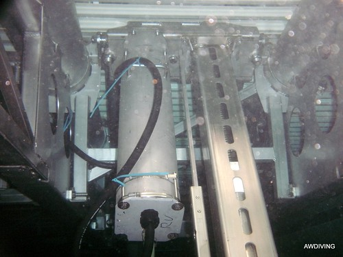 Nieuwe motor onderwater geplaatst