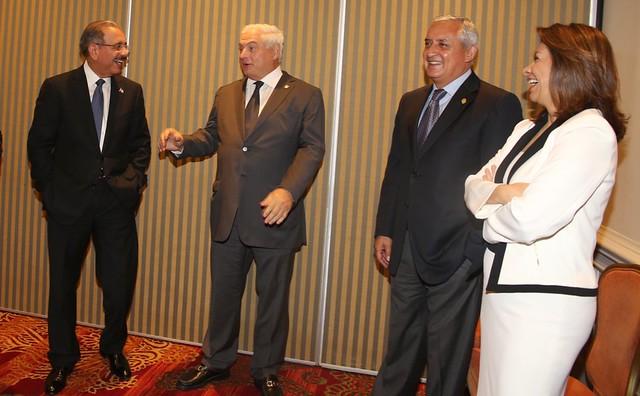 grato encuentro del presidente medina con sus hom logos. Black Bedroom Furniture Sets. Home Design Ideas