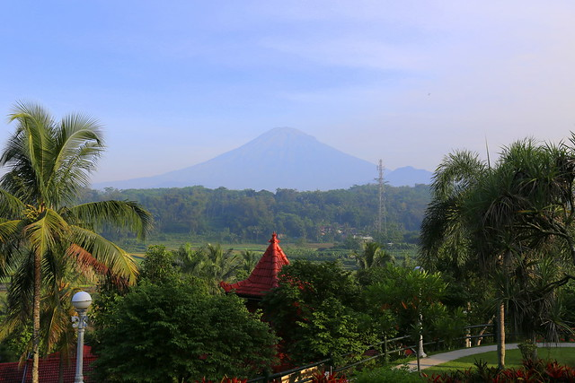 There are some lovely views here, of the mountain (is that Merapi?)