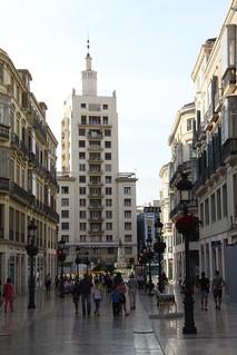 Panorámica de la calle Larios. Al fondo el edificio de la Equitativa
