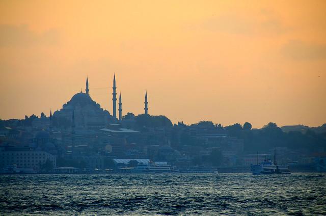 Atardecer sobre el skyline de Estambul