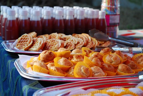 紅藜製成的糕點及飲料。(圖片來源:林務局)
