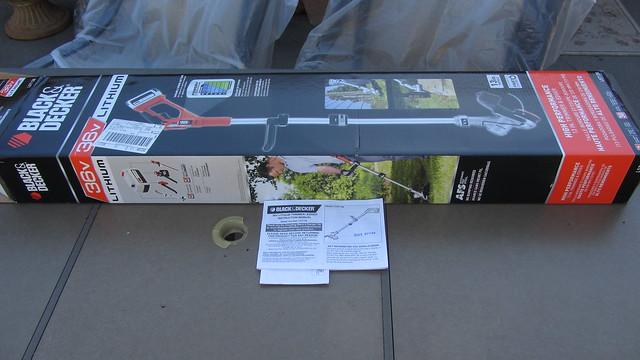 IMG_6508 black decker LST136 weedwhacker grass edger trimmer
